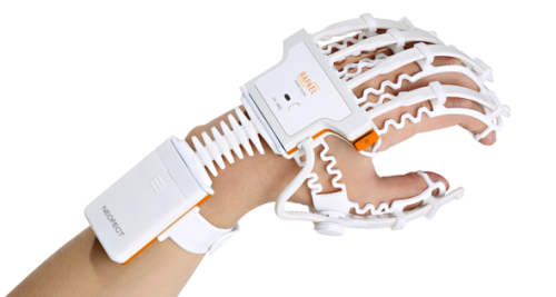 RAPAEL-Smart-Glove_NEOFECT-1-1200x799